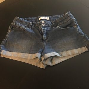 Candies Jean Short w/ some stretch, size 9